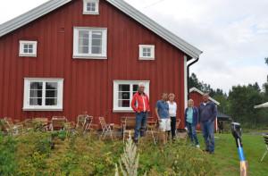 Sune, Martin , Britt, Christina och Mats framför den nya fasaden